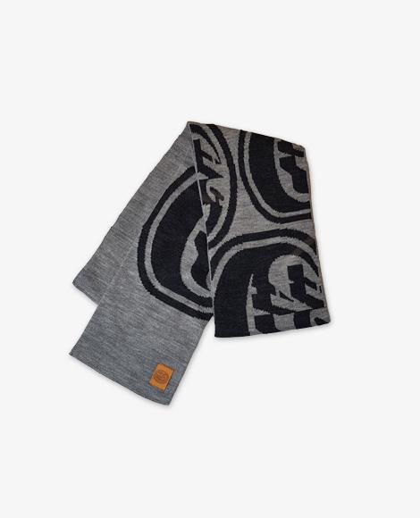Grauer Schal